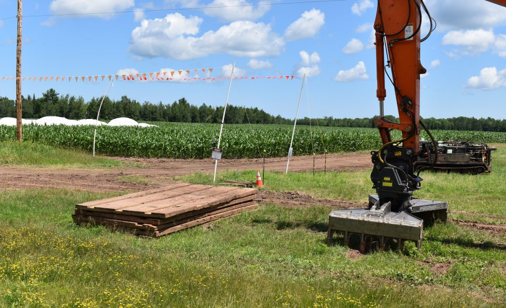 Timber mat and construction equipment